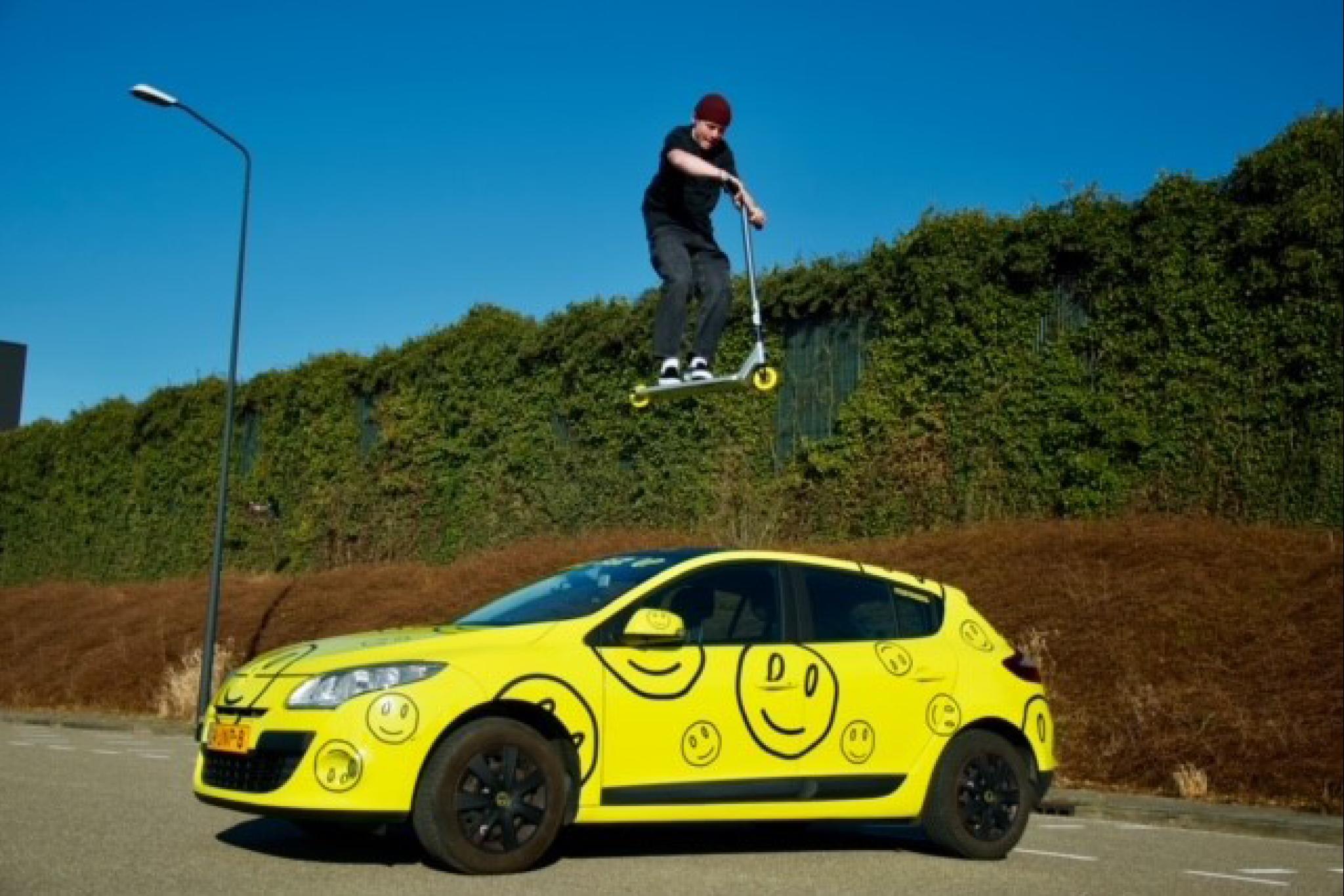 Over een auto springen